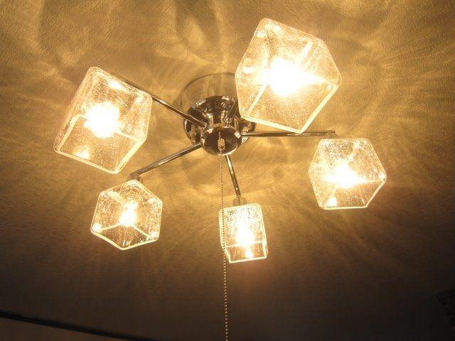 天井に光が反射してきれいです。